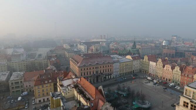 """""""Do celu jeszcze bardzo daleko"""". <br />Jak Polska walczy ze smogiem"""