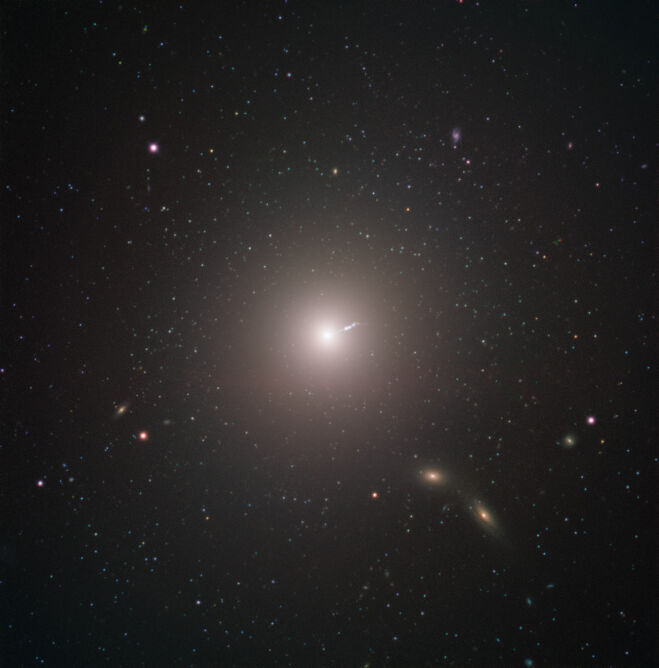 Zdjęcie galaktyki Mossier 87 wykonane przez Ekstremalnie Wielki Teleskop (ESO)