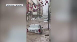 Ulica w Arabii Saudyjskiej po ulewnych opadach deszczu